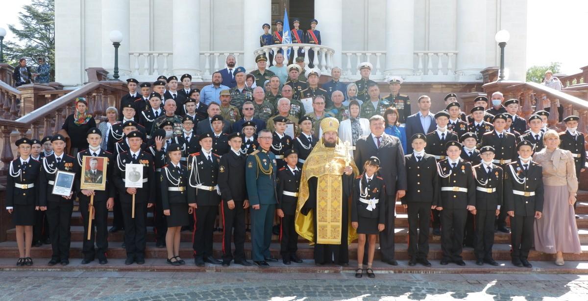 В Крыму прошла акция «Есть такая профессия - Родину защищать»