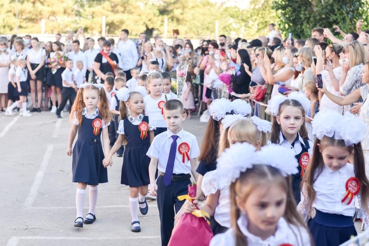 В школах Севастополя прозвенели первые звонки