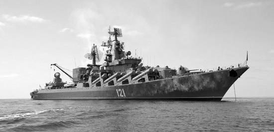 Крейсер «Москва» и сторожевой корабль «Ладный» вышли в море на учения